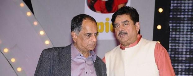 Shatrughan Sinha and Pahlaj Nihlani at the sangam kala group show in New Delhi